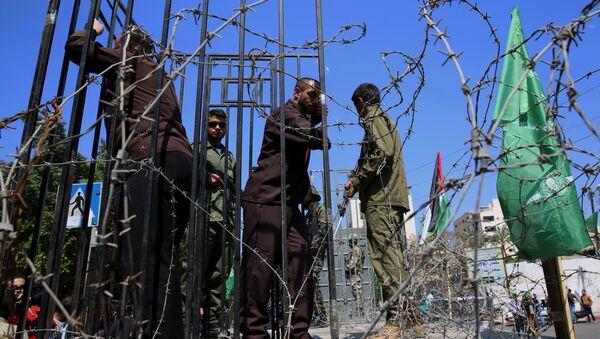 Zamaskowani żołnierze z brygad Izzedin al-Qassam - Sputnik Polska