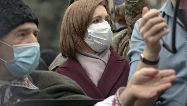 Prezydent-elekt Mołdawii Maia Sandu podczas niedzielnego protestu przed siedzibą rządu. - Sputnik Polska