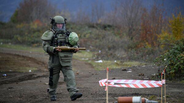 Specjaliści centrum przeciwminowego Ministerstwa Obrony Federacji Rosyjskiej rozpoczęli pracę w Karabachu - Sputnik Polska