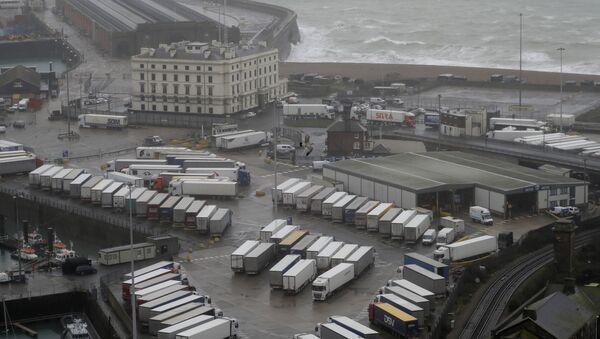 Ciężarówki w zamkniętym porcie Dover w Wielkiej Brytanii - Sputnik Polska