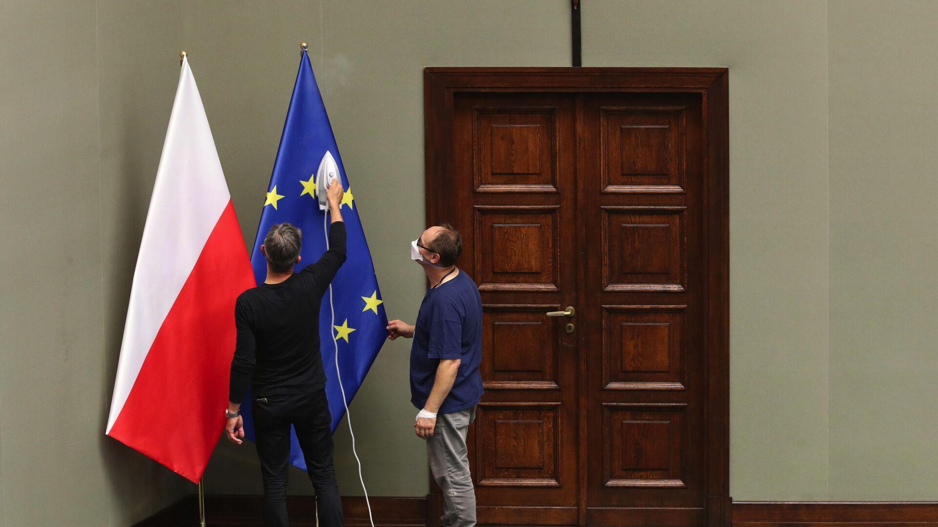 Flagi Polski i UE. - Sputnik Polska, 1920, 07.09.2021