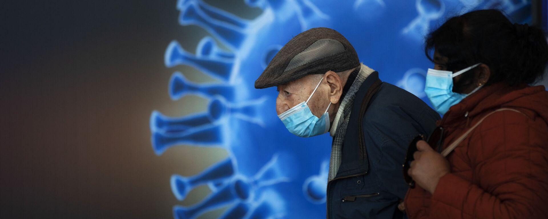 Ludzie w maskach czekają na szczepionkę w centrum szczepień COVID-19 w Jerozolimie - Sputnik Polska, 1920, 06.04.2021