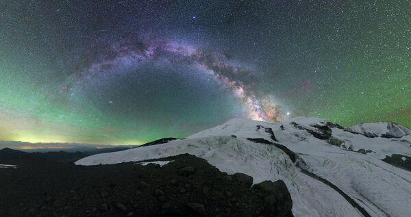 Michaił Reva Poświata nad Elbrusem - Sputnik Polska
