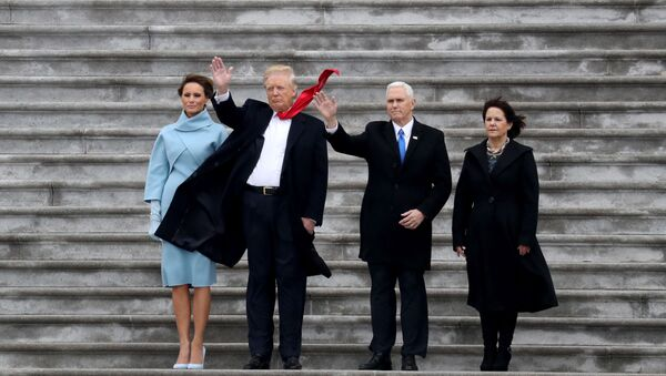 Obecny prezydent USA Donald Trump, pierwsza dama USA Melania Trump i wiceprezydent USA Mike Pence z żoną Karen - Sputnik Polska
