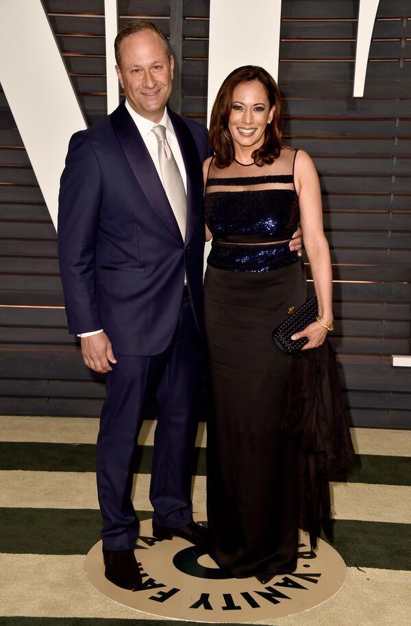 Amerykańska prawniczka Kamala Harris na 2015 Vanity Fair Oscar Party w Kalifornii - Sputnik Polska