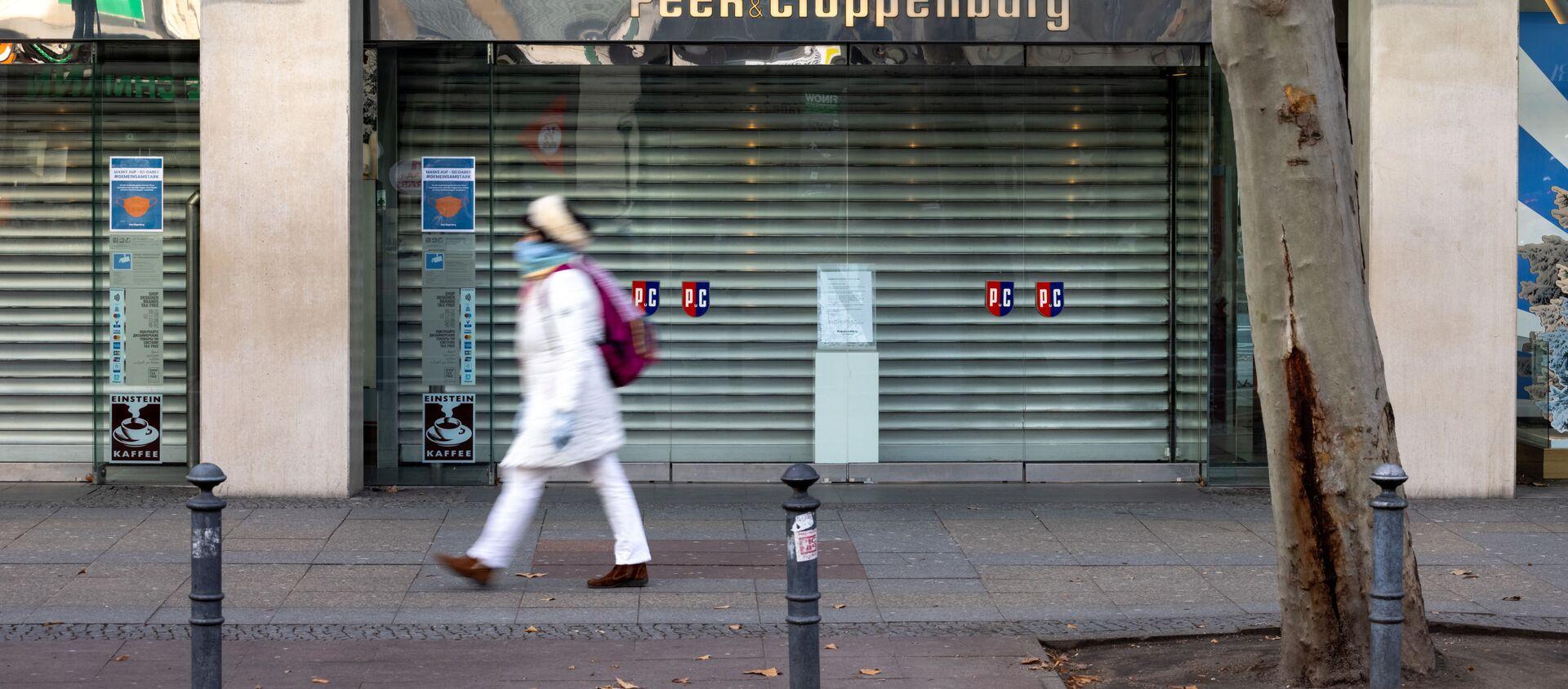 Zamknięty sklep przy ulicy Tauenzienstrasse w Berlinie podczas ogólnokrajowego lockdownu w Niemczech - Sputnik Polska, 1920, 10.02.2021
