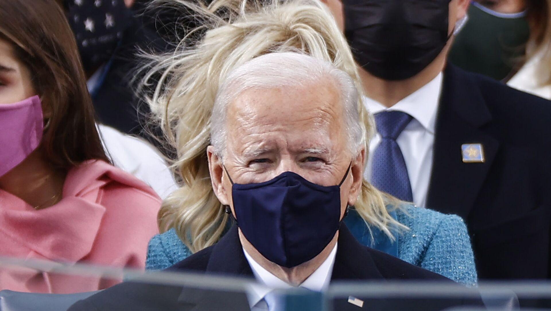 Joe Biden w masce podczas inauguracji 20 stycznia 2021 roku - Sputnik Polska, 1920, 01.02.2021
