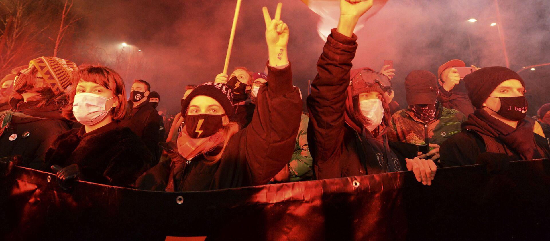 Protesty w Warszawie 27 stycznia 2021 roku po zaostrzeniu prawa aborcyjnego w Polsce - Sputnik Polska, 1920, 30.01.2021