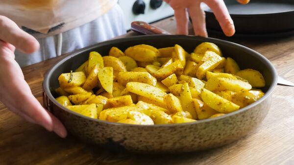 Smażone ziemniaki z przyprawami - Sputnik Polska