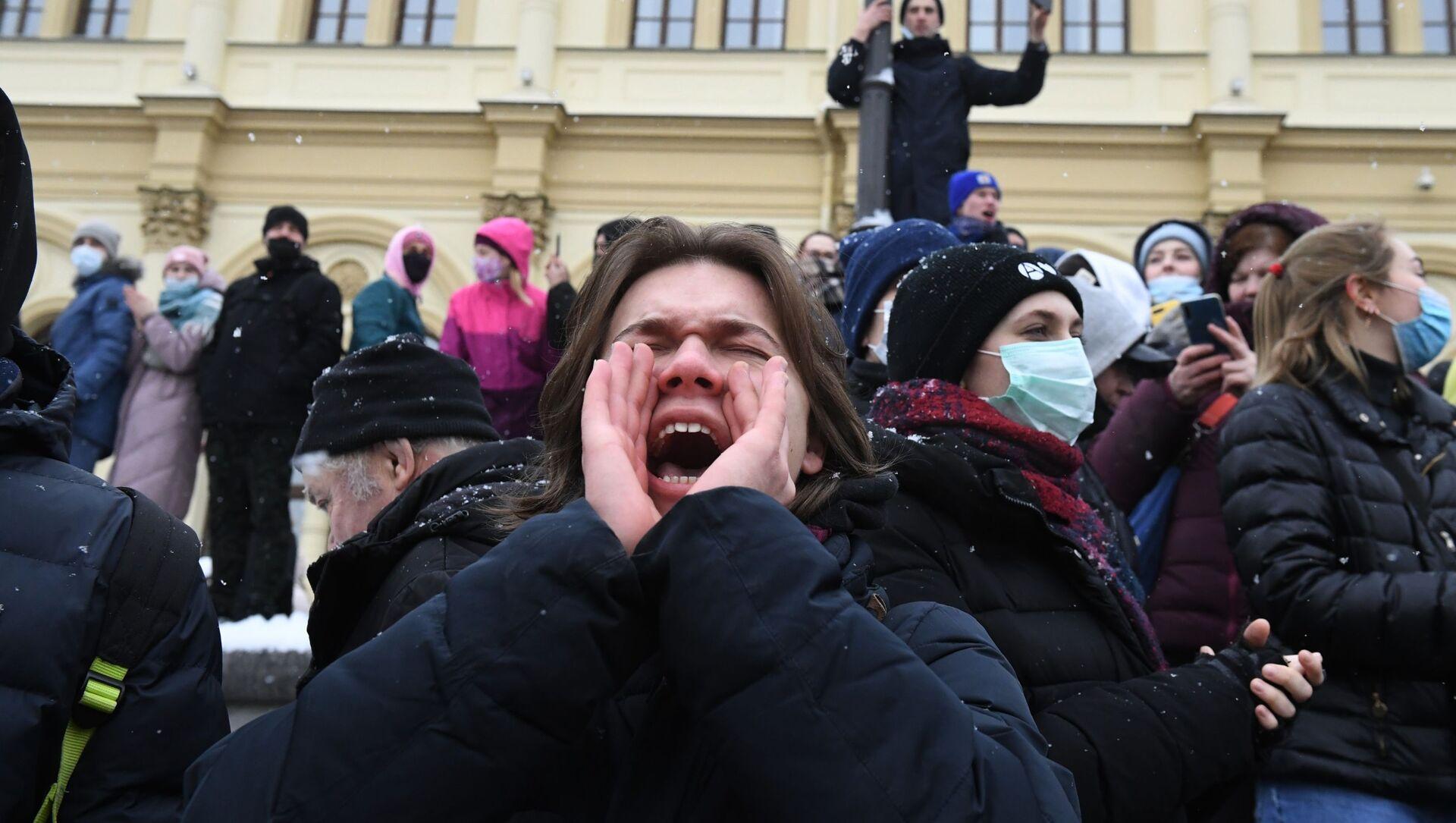 Uczestnicy nielegalnego protestu zwolenników Aleksieja Nawalnego w Moskwie - Sputnik Polska, 1920, 04.02.2021
