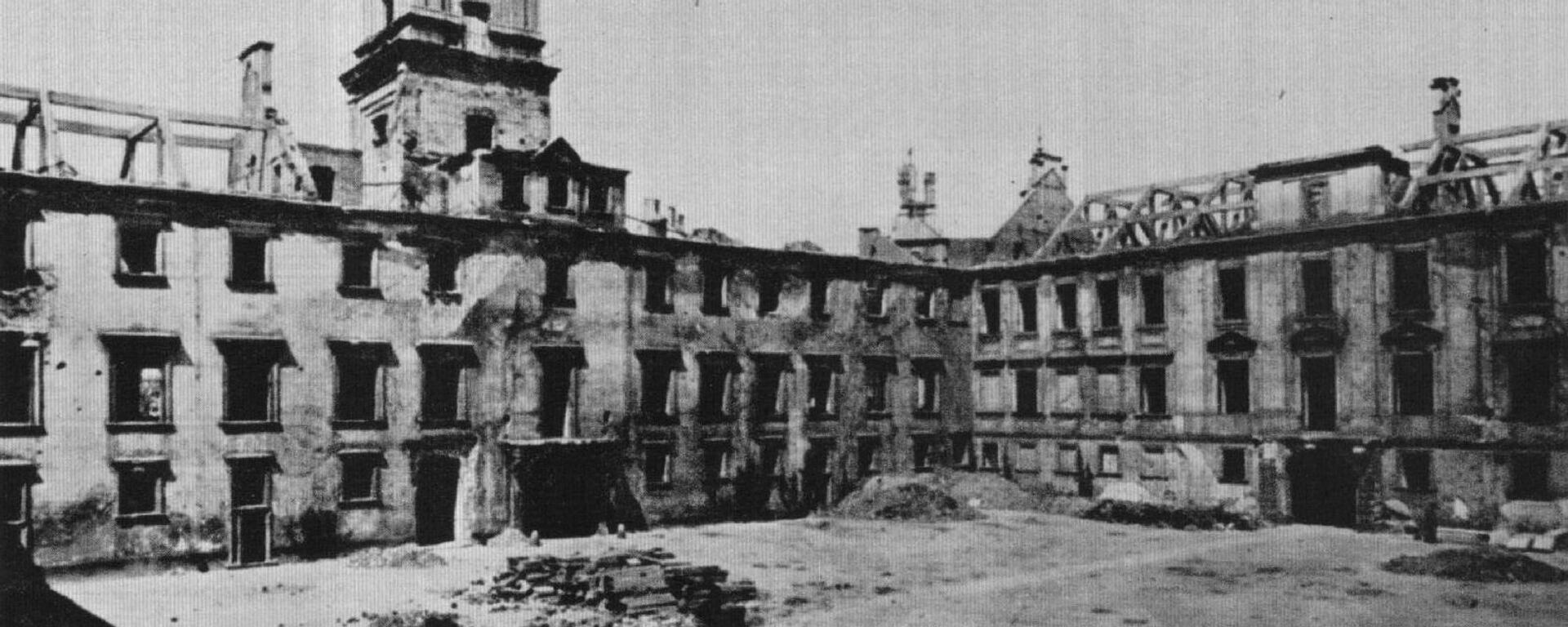 Zamek Królewski w 1941 roku bez dachu, celowo usunięty przez Niemców w celu przyspieszenia procesu dewastacji - Sputnik Polska, 1920, 28.02.2021