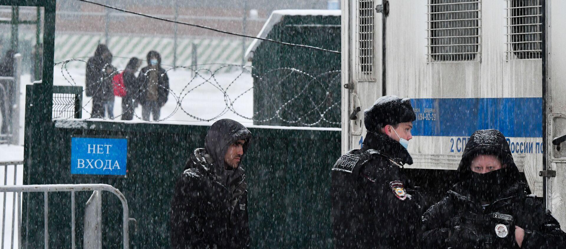 Centrum tymczasowego przetrzymywania cudzoziemców w Sachorowie, gdzie obecnie przebywają obywatele Federacji Rosyjskiej aresztowani administracyjnie po niesankcjonowanych akcjach zwolenników Aleksieja Nawalnego - Sputnik Polska, 1920, 05.02.2021