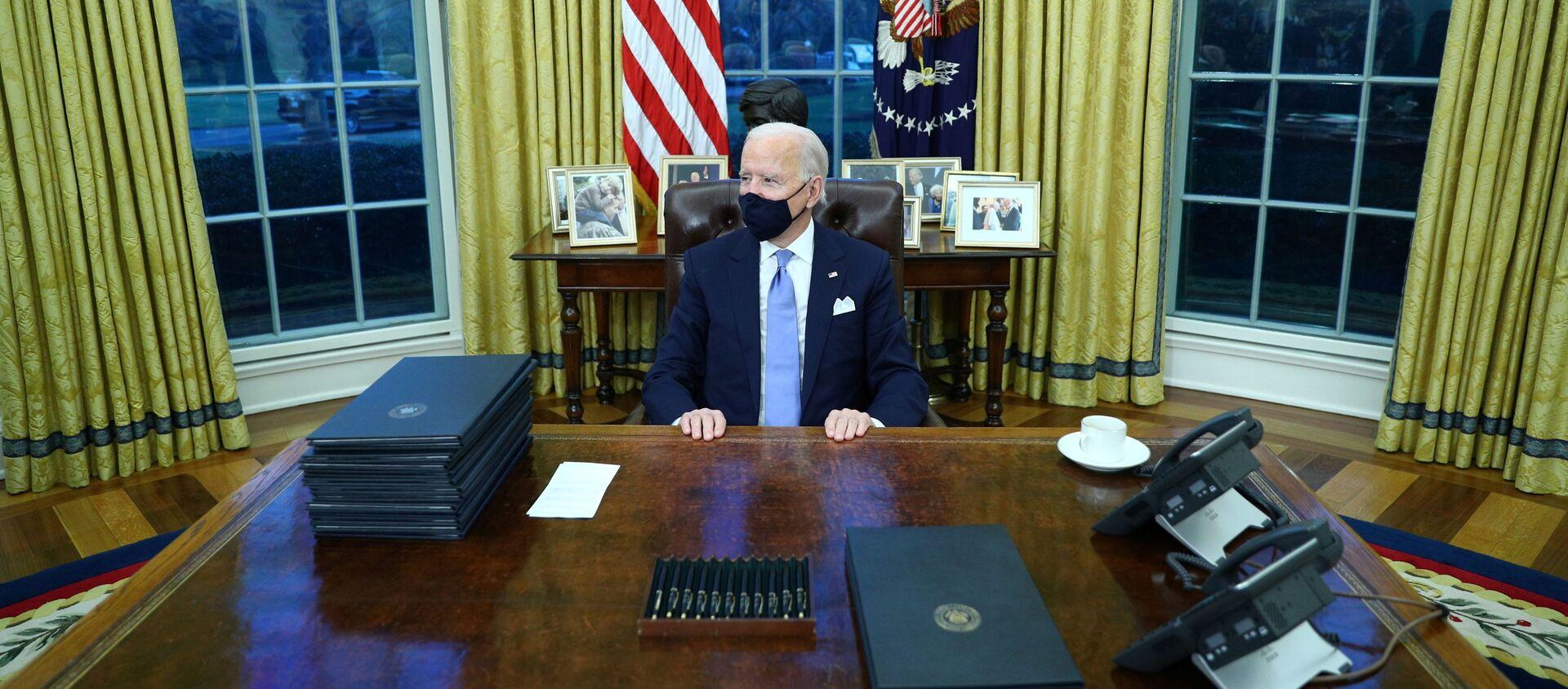 Prezydent USA Joe Biden w Gabinecie Owalnym w Białym Domu - Sputnik Polska, 1920, 21.03.2021