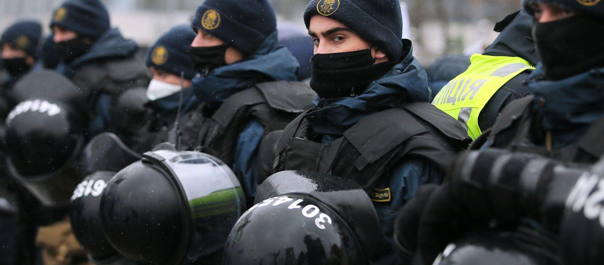 Policjanci podczas protestów w Kijowie. - Sputnik Polska, 1920, 27.02.2021