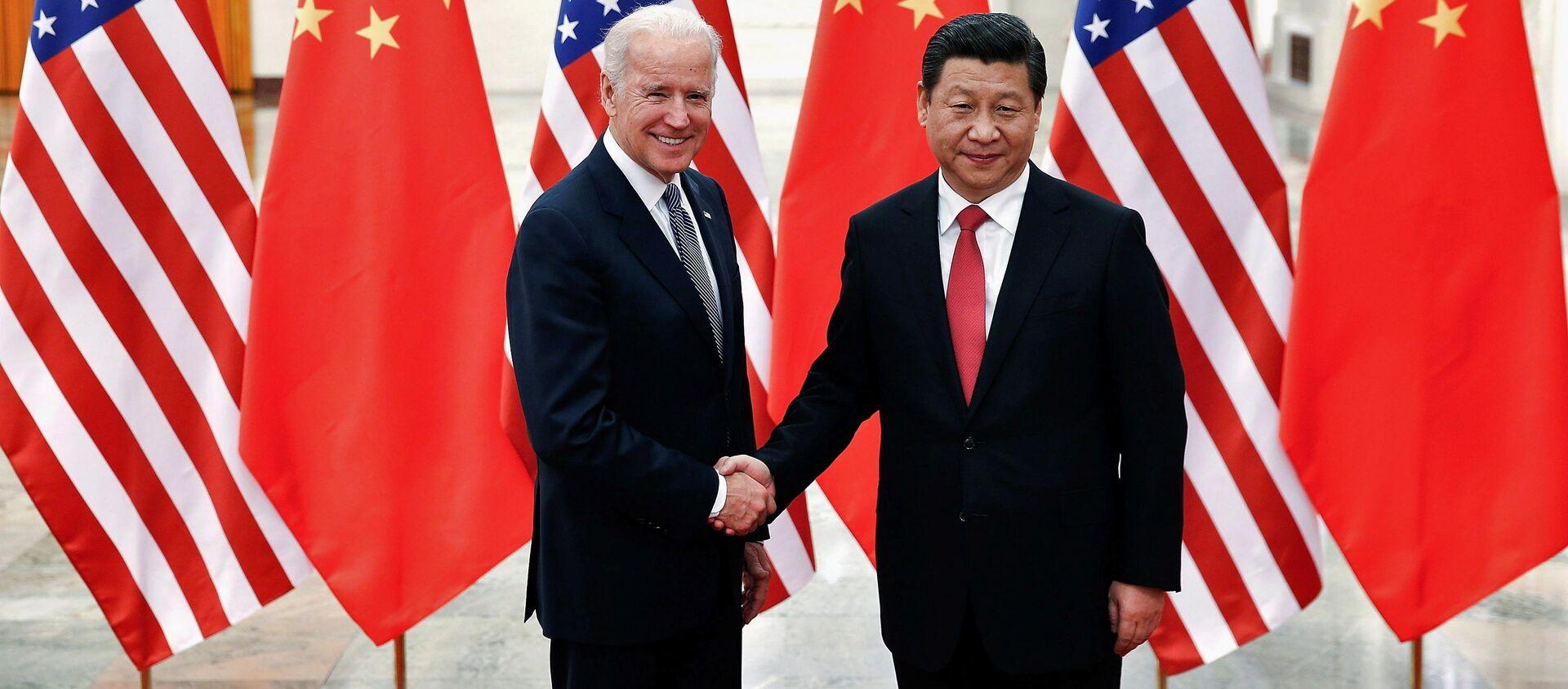 Przewodniczący Chin Xi Jinping i wiceprezydent USA Joe Biden w Pekinie. 2013 r.  - Sputnik Polska, 1920, 28.02.2021