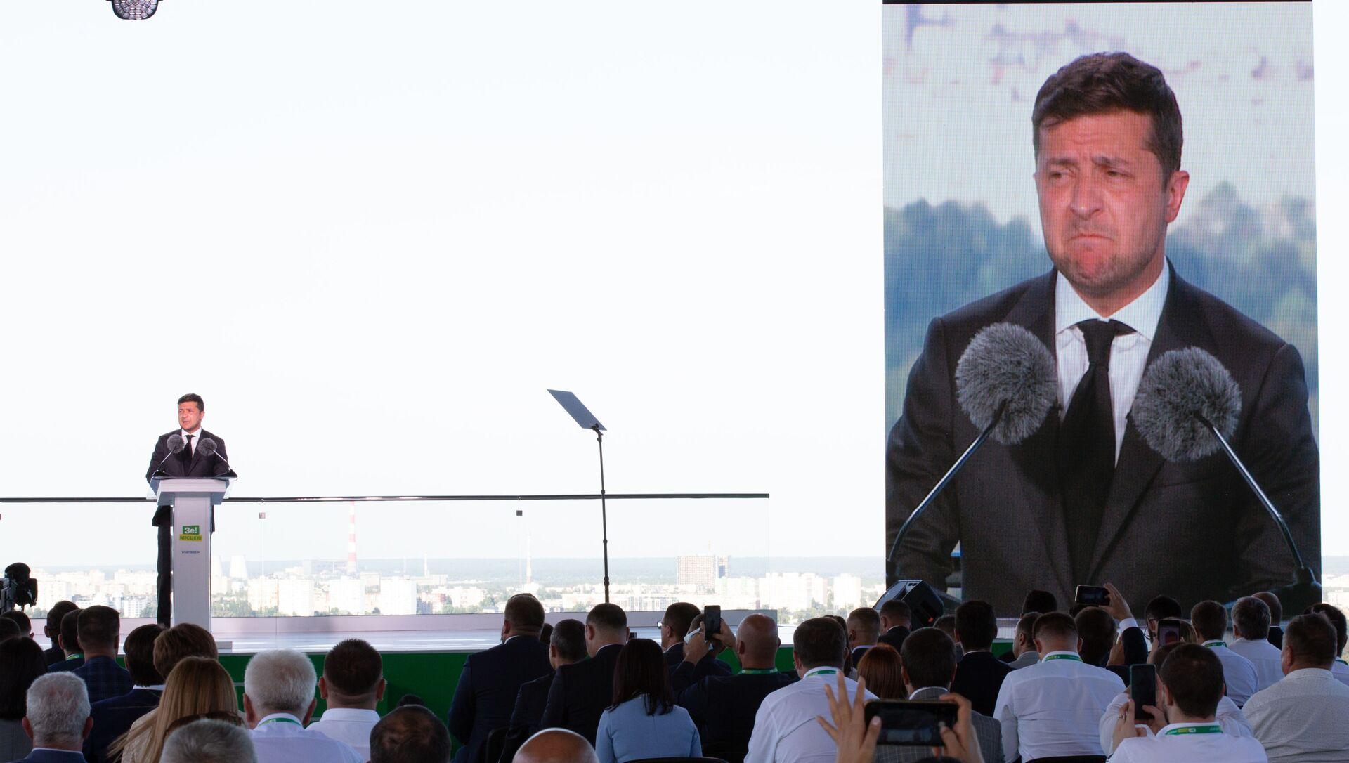 Prezydent Ukrainy Wołodymyr Zełenski na zjeździe partii Sługa Narodu w Kijowie. - Sputnik Polska, 1920, 01.03.2021