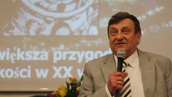 Kosmonauta Mirosław Hermaszewski zabiera głos podczas wydarzenia CKJR w Krakowie - Sputnik Polska