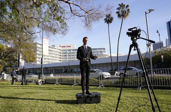 Репортер у отеля Беверли-Хилтон во время церемонии награждения премии Золотой глобус в США. - Sputnik Polska