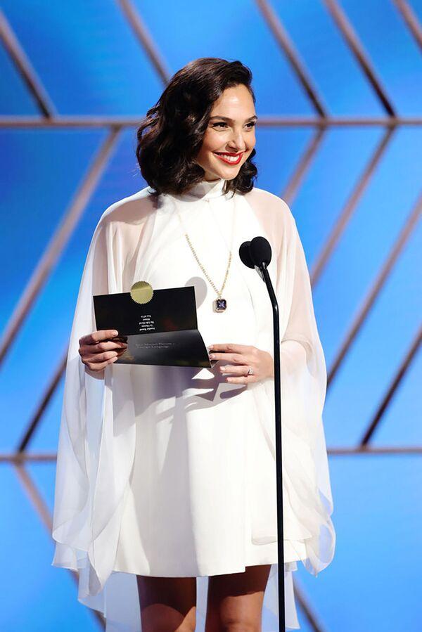 Израильская актриса Галь Гадот на церемонии награждения премии Золотой глобус в США. - Sputnik Polska