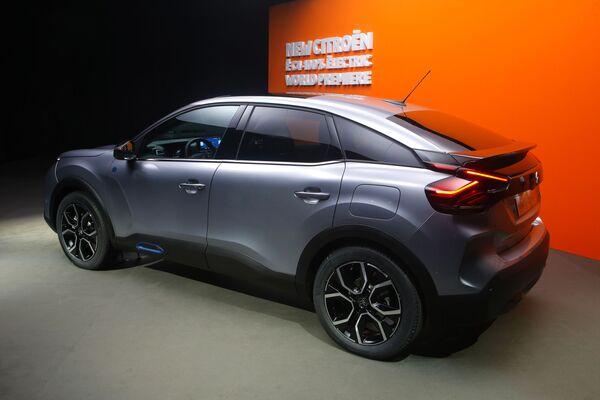 Samochód Citroen e-C4 - Sputnik Polska