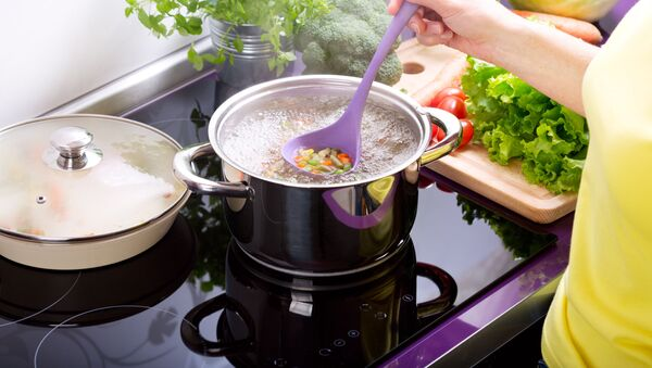 Gotowanie zupy - Sputnik Polska