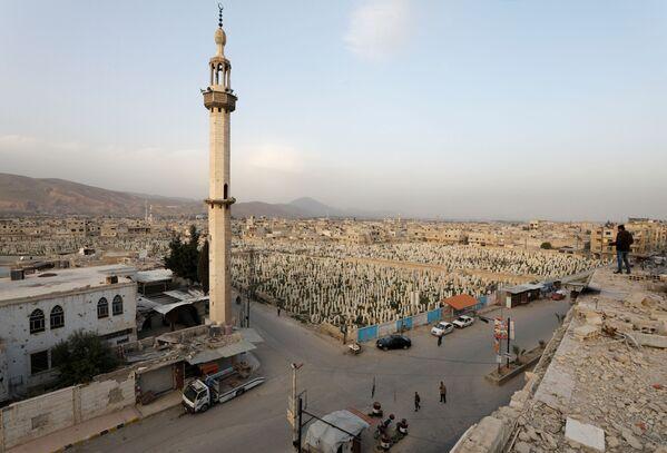Widok na cmentarz w Dumie, przedmieścia Damaszku, Syria - Sputnik Polska
