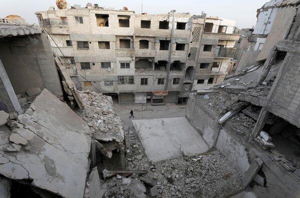 Zniszczone domy w syryjskim mieście Duma - Sputnik Polska