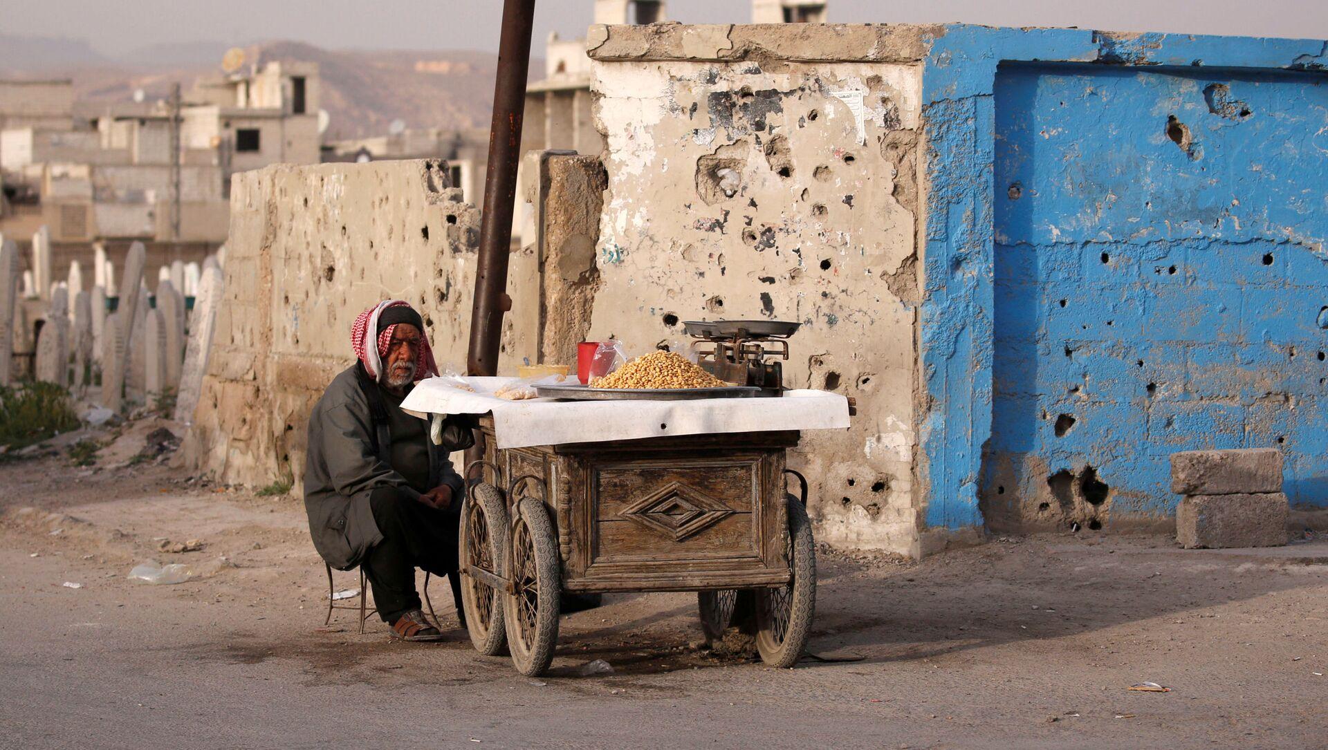 Sprzedawca uliczny w Dumie, na przedmieściach Damaszku, Syria - Sputnik Polska, 1920, 30.03.2021