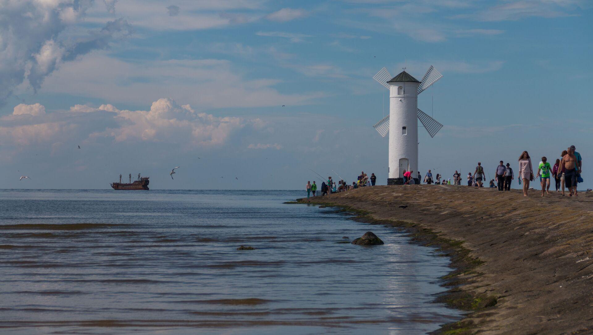 Latarnia morska w formie wiatraka dla statków wpływających do portu w Świnoujściu od strony Morza Bałtyckiego - Sputnik Polska, 1920, 16.03.2021