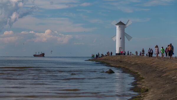 Latarnia morska w formie wiatraka dla statków wpływających do portu w Świnoujściu od strony Morza Bałtyckiego - Sputnik Polska