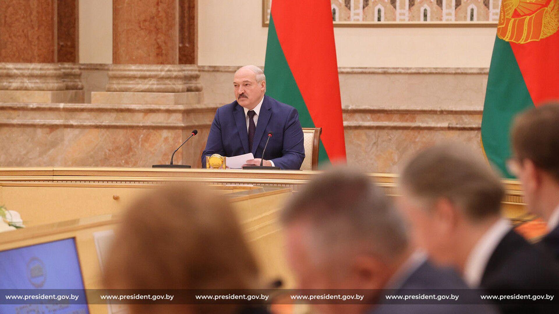 Prezydent Białorusi Alaksandr Łukaszenka podczas spotkania z członkami Komisji Konstytucyjnej - Sputnik Polska, 1920, 15.03.2021