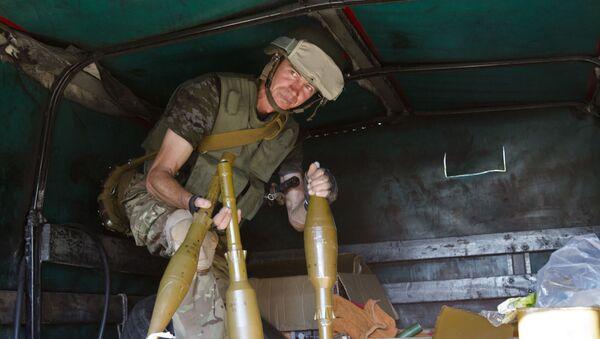 Ukraiński żołnierz w Donbasie. Zdjęcie archiwalne - Sputnik Polska