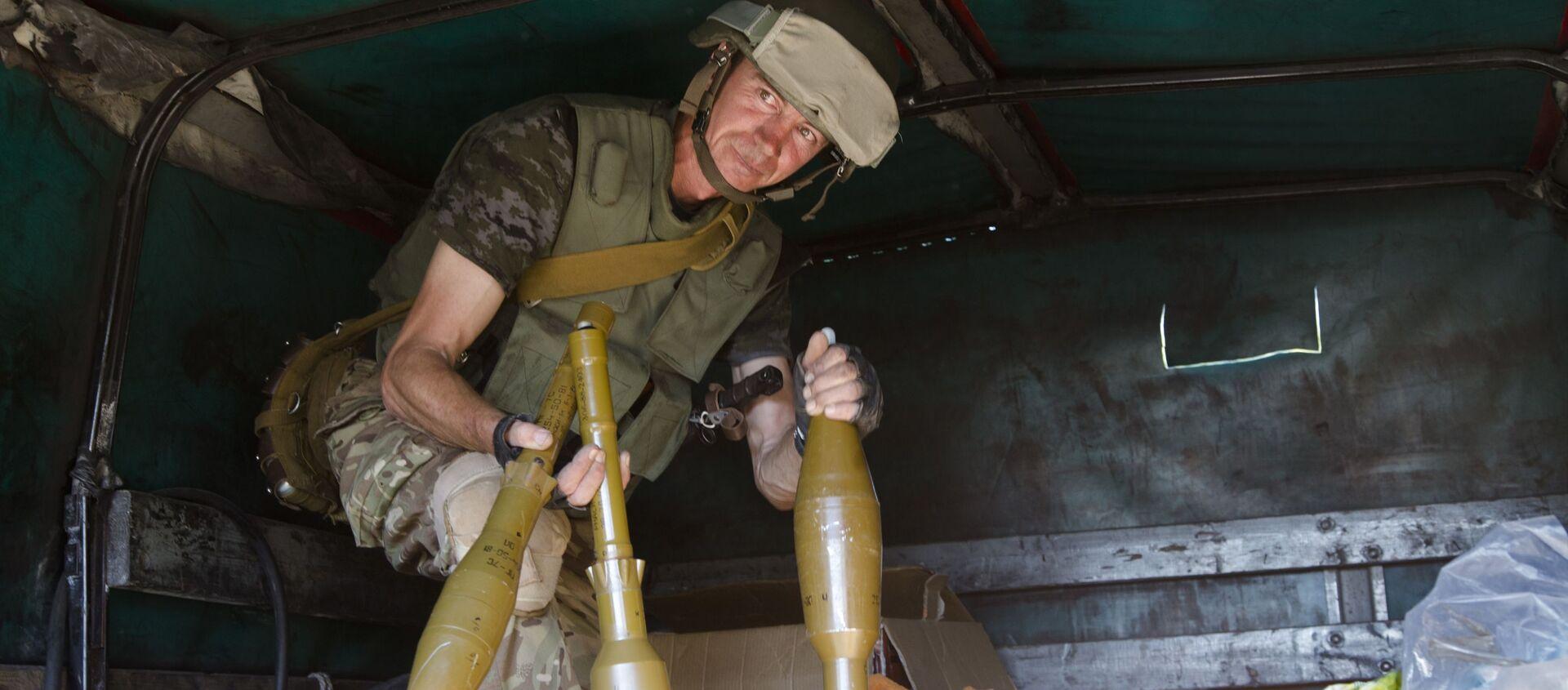 Ukraiński żołnierz w Donbasie. Zdjęcie archiwalne - Sputnik Polska, 1920, 15.03.2021
