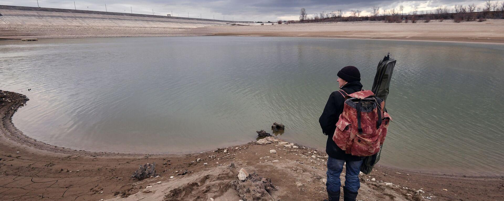 Rybak przy zbiorniku wodnym w regionie Symferopola na Krymie - Sputnik Polska, 1920, 22.03.2021