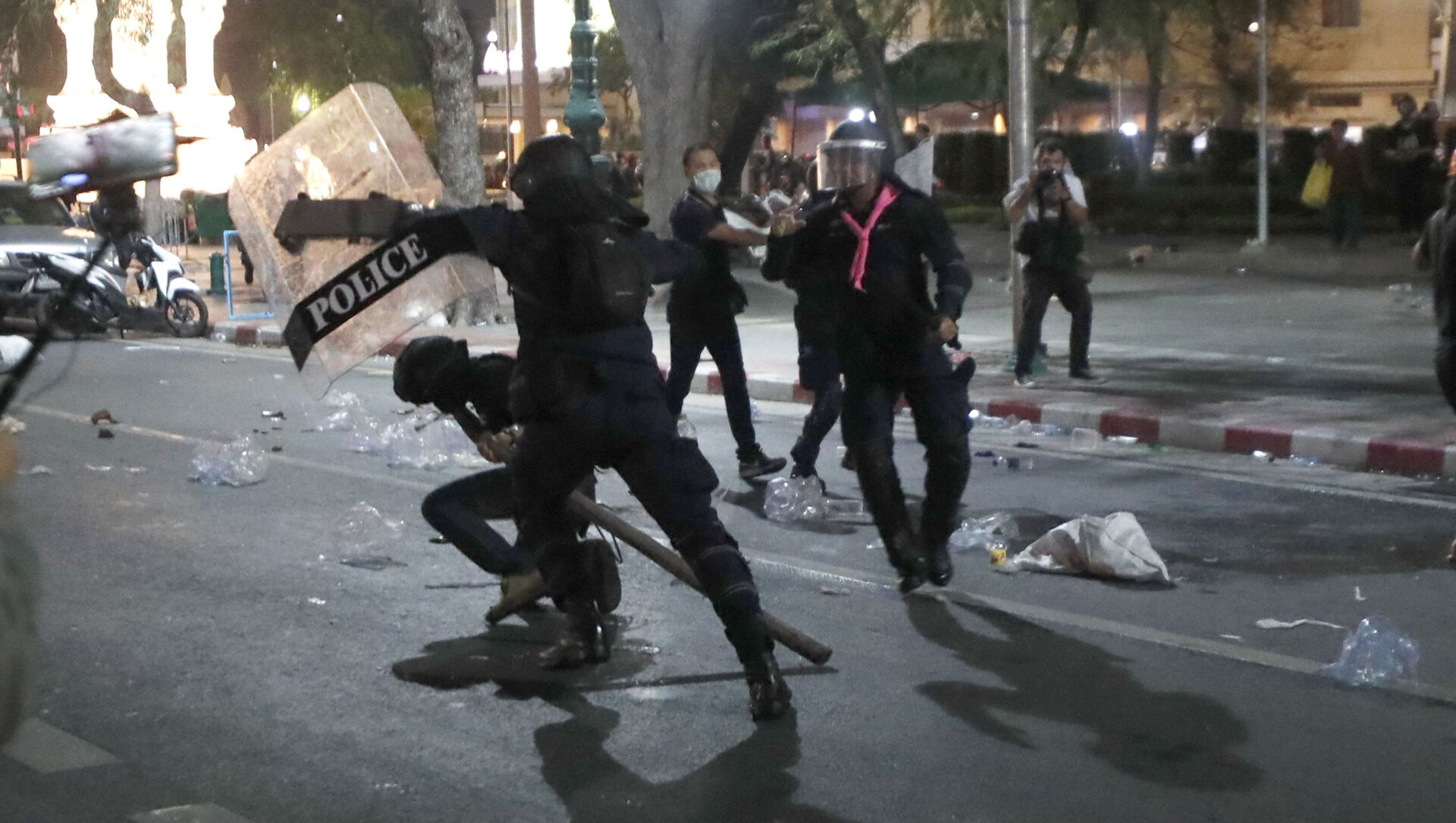Policja rozpędza demonstrację, Bangkok - Sputnik Polska, 1920, 20.03.2021