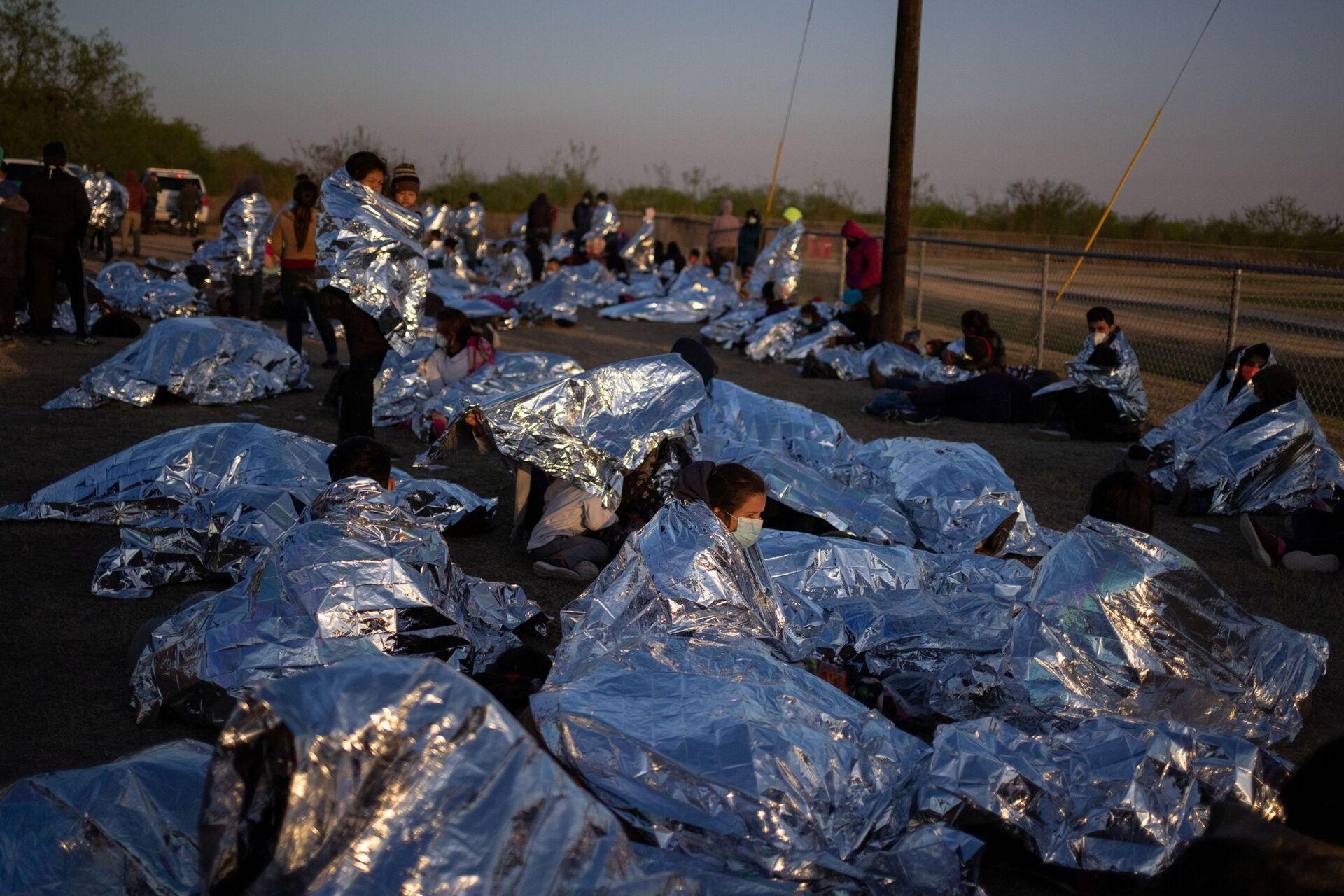 Masowy najazd migrantów na granicę USA. Biden prosi: Nie przyjeżdżajcie – wideo, foto - Sputnik Polska, 1920, 22.03.2021