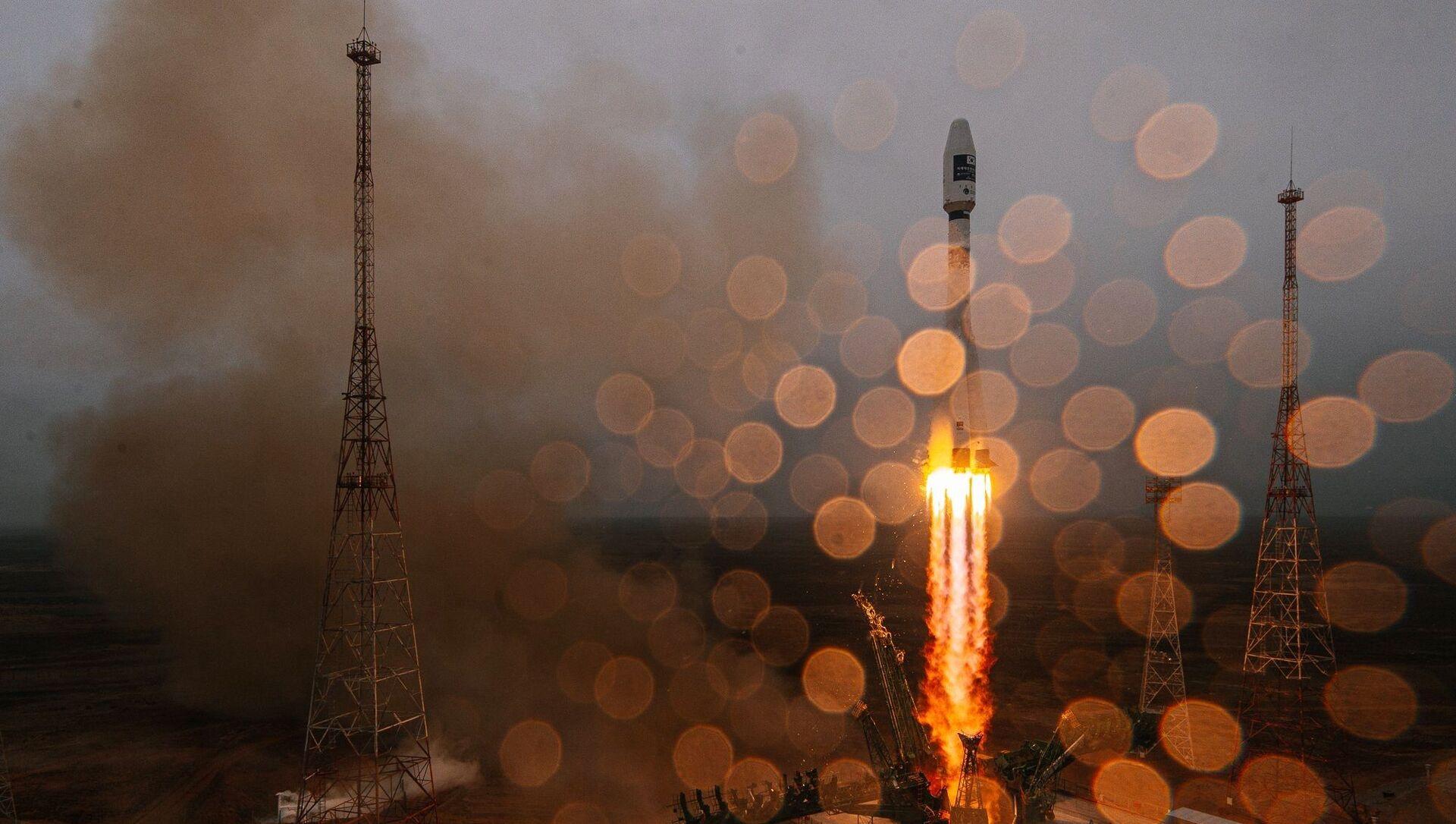 """Start rakiety nośnej """"Sojuz-2.1a"""" z górnym stopniem """"Fregat"""" z kosmodromu Bajkonur - Sputnik Polska, 1920, 25.03.2021"""