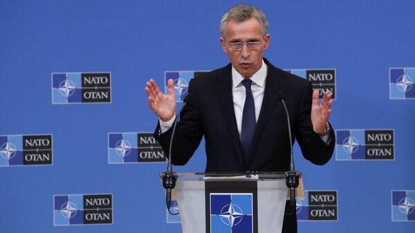 Sekretarz generalny NATO Jens Stoltenberg podczas konferencji prasowej w Brukseli w Belgii - Sputnik Polska