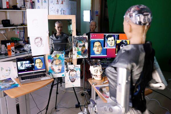 Robot Sophia i jej dzieła sztuki w Hongkongu - Sputnik Polska