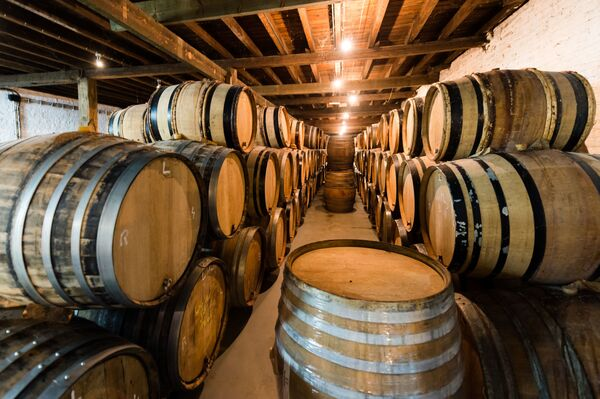 Beczki piwa w browarze Cantillon gueuze w Brukseli - Sputnik Polska