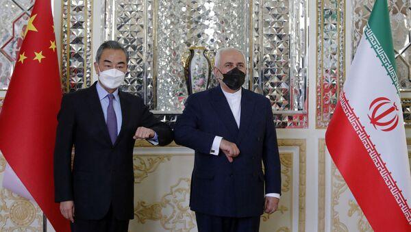 Minister spraw zagranicznych Chin Wang Yi i szef irańskiej dyplomacji Mohammad Javad Zarif.  - Sputnik Polska