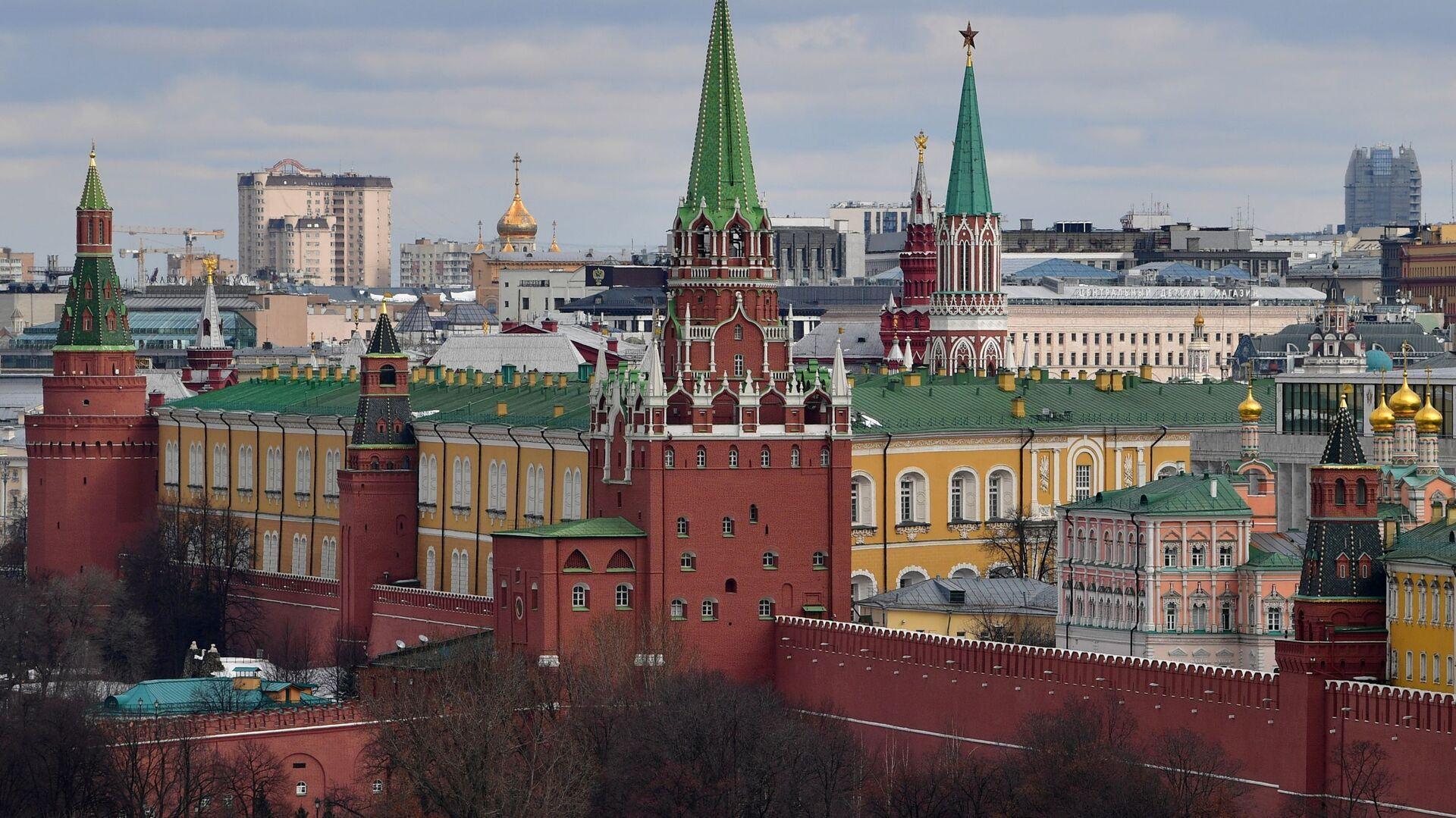 Widok na wieże Moskiewskiego Kremla - Sputnik Polska, 1920, 30.09.2021