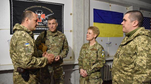 Delegacja USA, na której czele stała attaché wojskowa w Kijowie Brittany Stewart, odwiedziła w piątek rejon operacji wojskowej w Donbasie i zapoznała się z sytuacją operacyjną. - Sputnik Polska
