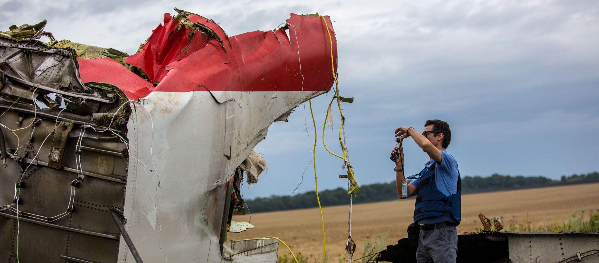 Eksperci misji OBWE na miejscu katastrofy samolotu Boeing 777 malezyjskich linii lotniczych w rejonie miasta Szachtar, Donieck - Sputnik Polska, 1920, 08.06.2021