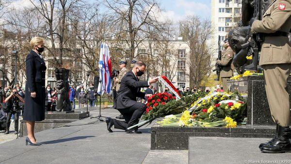 Andrzej Duda podczas uroczystości przed pomnikiem Bohaterów Warszawskiego Getta - Sputnik Polska