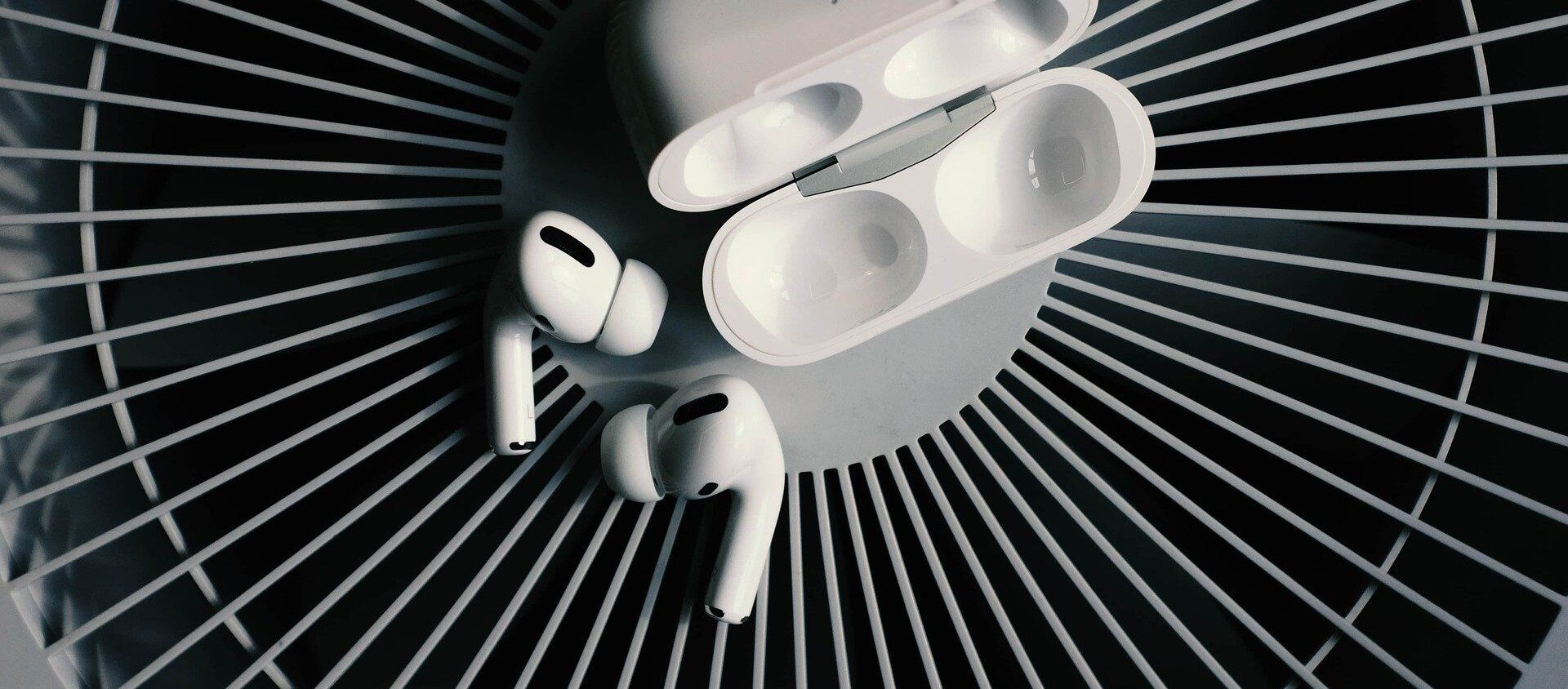 Bezprzewodowe słuchawki AirPods. - Sputnik Polska, 1920, 28.04.2021