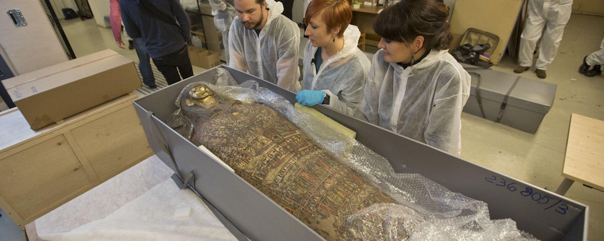 Badania radiologiczne starożytnej mumii w Warszawie wykazały, że jest to ciało kobiety w ciąży - Sputnik Polska, 1920, 01.05.2021