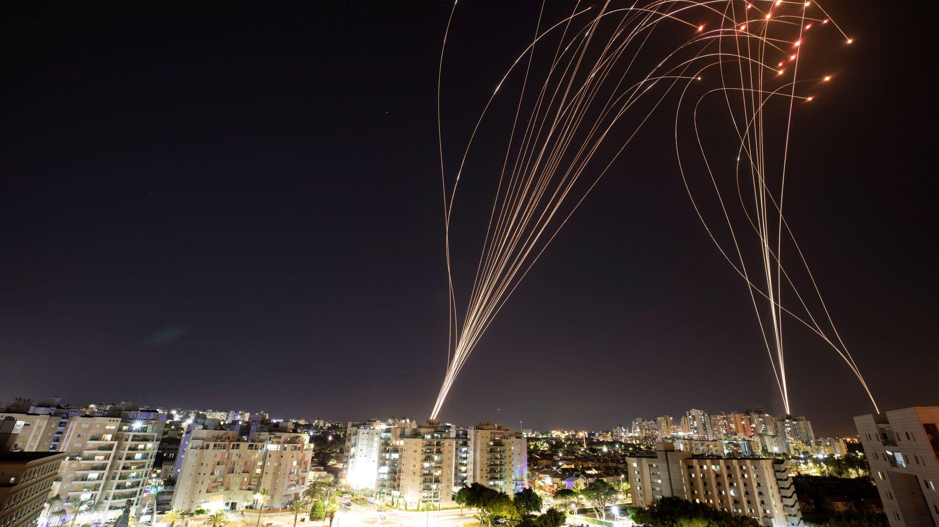 """Izraelski system antyrakietowy """"Żelazna Kopuła"""" przechwytuje pociski wystrzelone ze Strefy Gazy w kierunku Izraela - Sputnik Polska, 1920, 21.09.2021"""