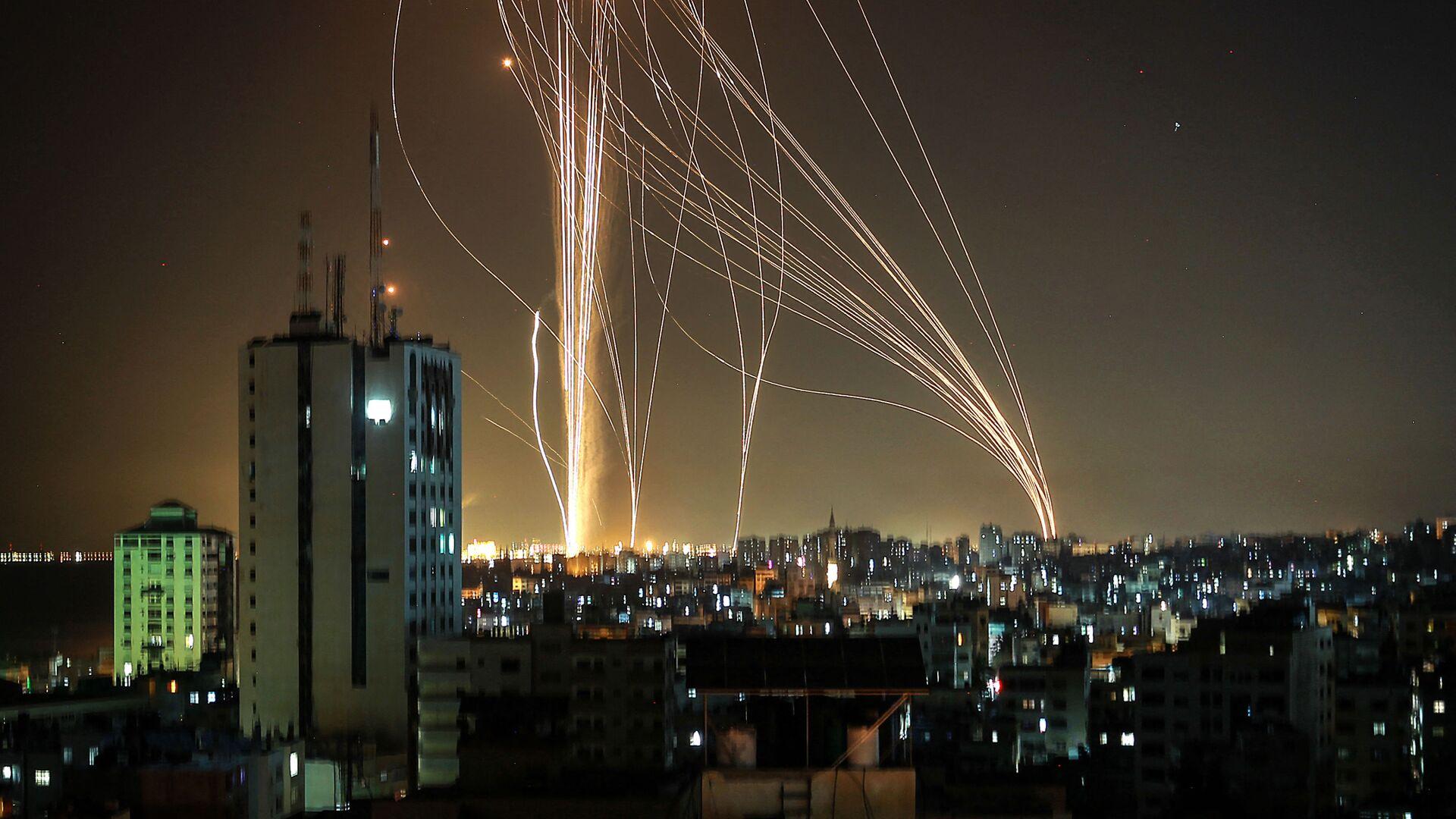 Pociski wystrzeliwane z miasta Gaza kontrolowanego przez palestyński ruch Hamas - Sputnik Polska, 1920, 26.09.2021
