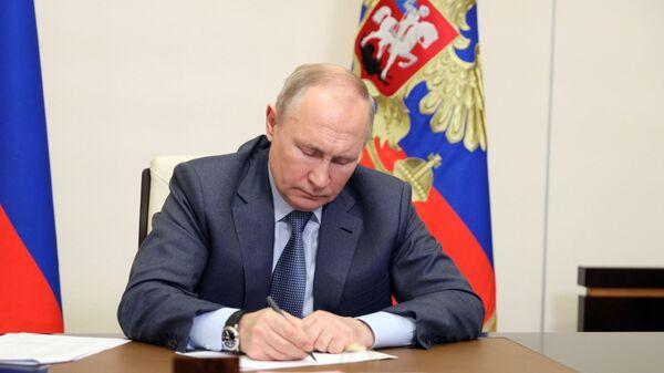 Prezydent Rosji Władimir Putin podczas wideokonferencji z członkami rosyjskiego rządu - Sputnik Polska